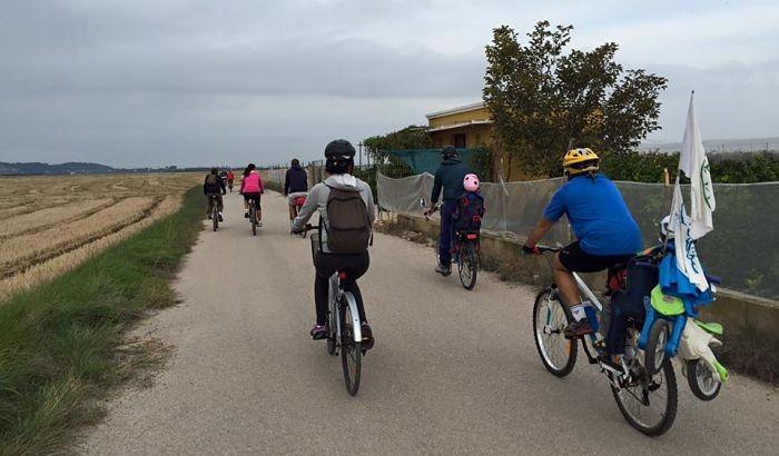 Ruta en bici des de Sueca a Alzira per reivindicar el camí del Xúquer Sumacàrcer-Cullera