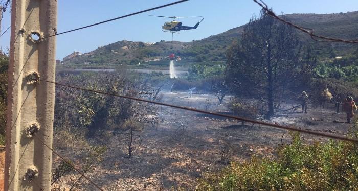 Els bombers donen per controlat el nou incendi forestal de Cullera i n'apaguen altre a Sueca