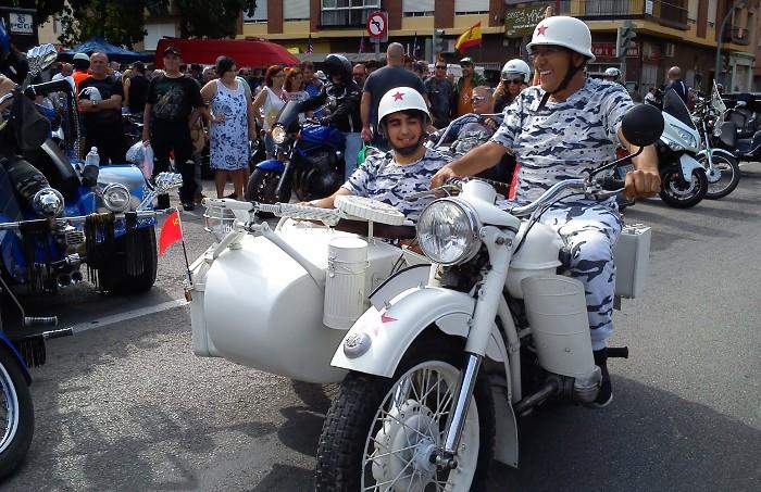 La concentració de motos de les Festes Majors de Sueca atrau a un miler de persones