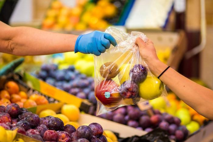 Cullera ensenya a fer la compra a un centenar de famílies en risc d'exclusió