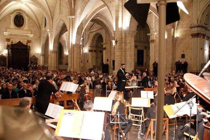 L'almussafeny Gerson Padilla dirigeix l'Orquestra i Cor de la Reforma Protestant en la Catedral de València