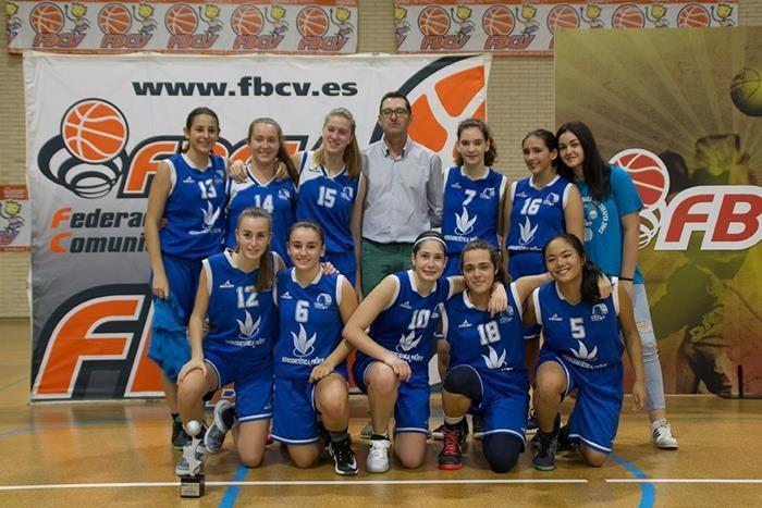 El cadet femení blanc del CB Almussafes, finalista de la Lliga Valenciana