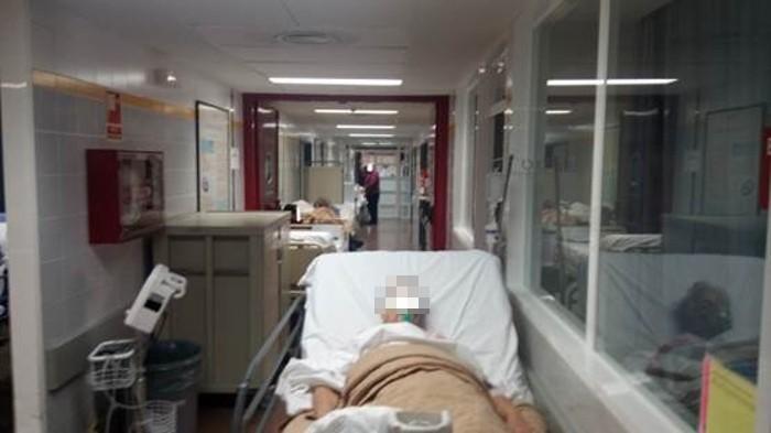 L'epidèmia de grip col·lapsa l'Hospital de la Ribera on els malalts s'han amuntegat als corredors