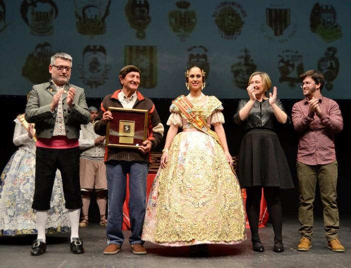 Pasqual Carrasquer i l'Ajuntament de Sueca reben l'espiga d'or honorífica de la JLF
