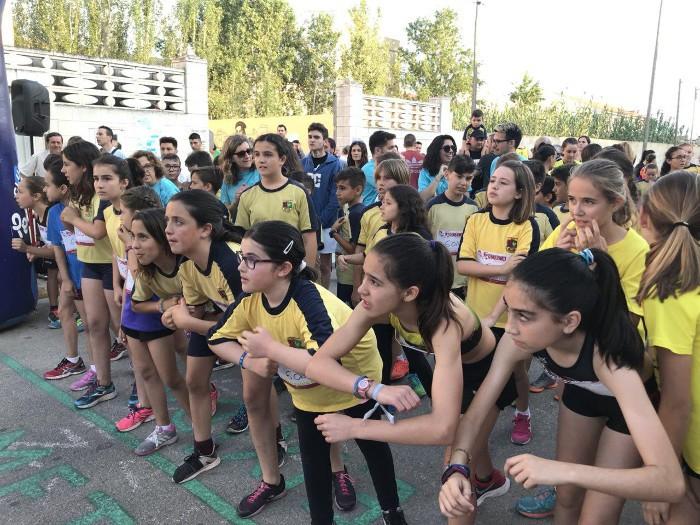 El col·legi Luis Vives de Sueca uneix esport i cultura en una mateixa jornada per a la seua comunitat educativa
