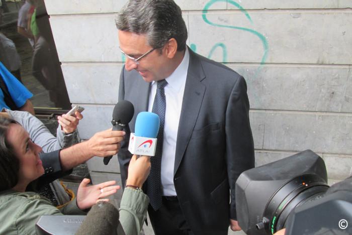 Mayor exigeix a Sanjuán que es pague de la seua butxaca la defensa per l'incendi de la muntanya