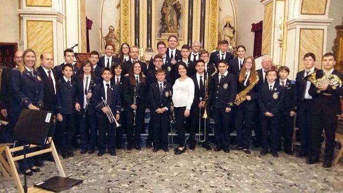 Amics de la Música de Favara omplen de gom a gom en el concert del 'Retrobem'