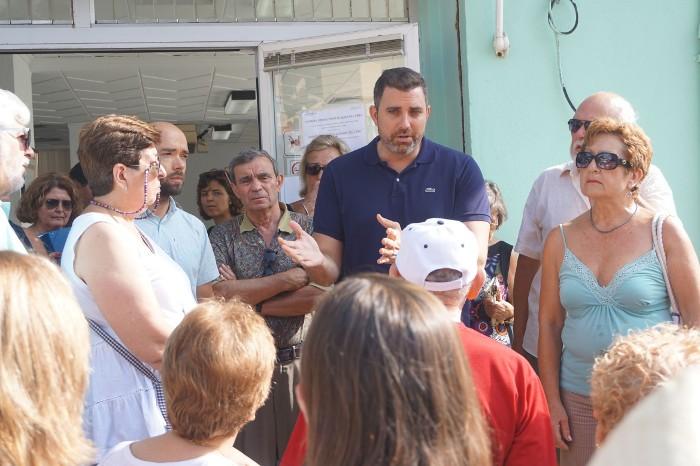Mayor encapçala la protesta dels veïns de Cullera contra les retallades de Ribera Salud
