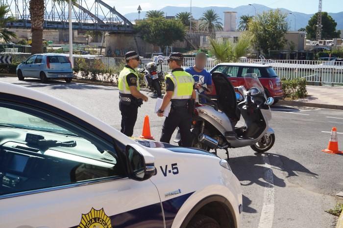 Cullera comença una campanya d'inspecció de motos en la via pública