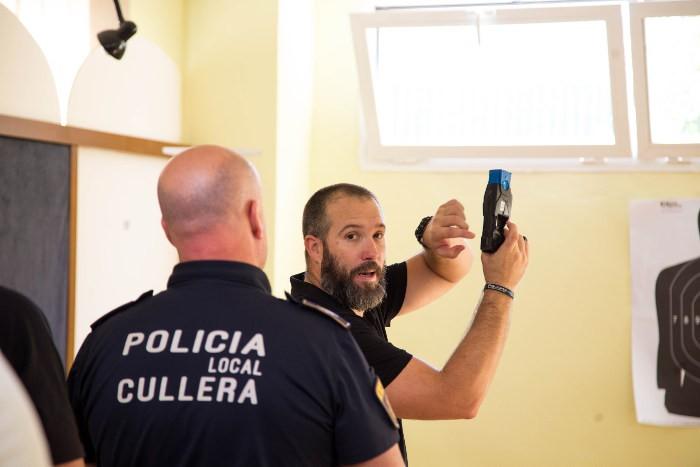 policia-local-cullera-pistola-taser_2