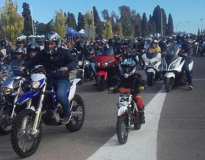 Més de mil motoristes es concentren en la matinal d'Almussafes
