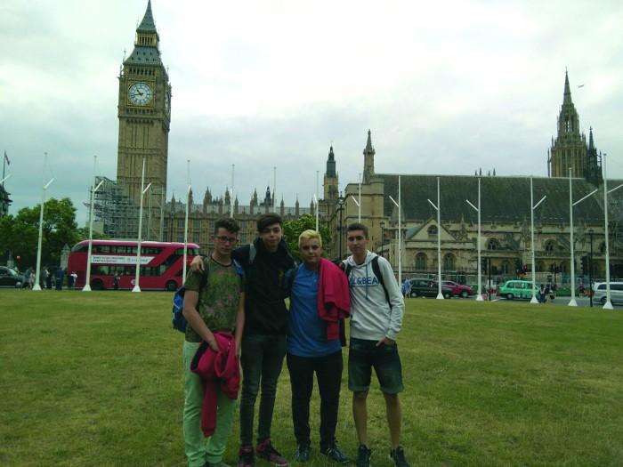 Vint joves d'Almussafes s'han acollit a les ajudes per a estudis d'idiomes en l'estranger
