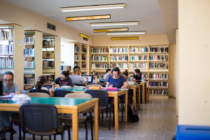 Cullera també obrirà la biblioteca els dissabtes