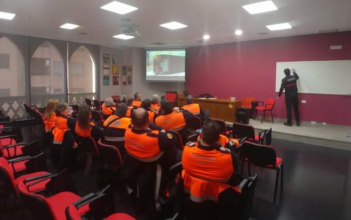 Protecció Civil d'Almussafes participa en un curs d'extinció d'incendis i falles