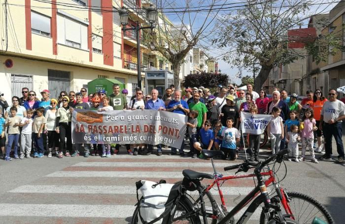 Bicicletada de la Ribera per a reclamar la recuperació útil del pont de Fortaleny