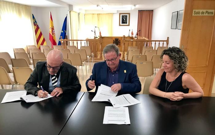 El Perelló i CERMI CV signen un conveni per a aconseguir l'accessibilitat universal en la localitat