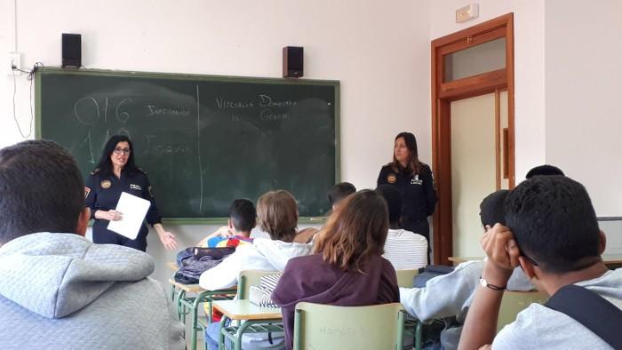 La Policia Local de Cullera anima als joves a denunciar casos de violència masclista