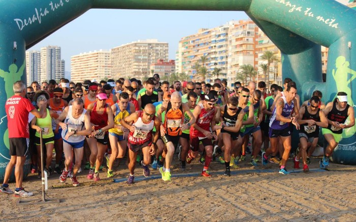 Triatletes de 38 universitats competixen este cap de setmana a Cullera