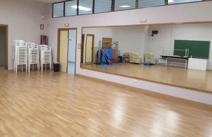 L'Ajuntament d'Almussafes instal·la parquet en dues sales d'edificis municipals