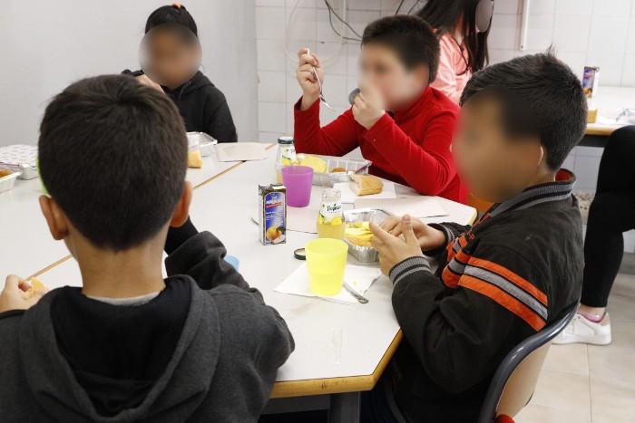 Les ajudes socials a Cullera redueixen la demanda del menjador per a menors sense recursos