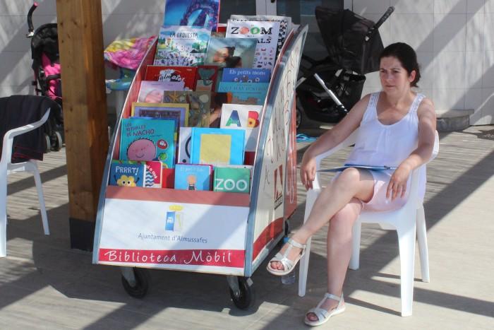 El servei de Bibliopiscina d'Almussafes torna a estar disponible aquest estiu