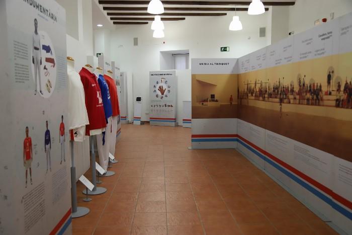 Cullera acull l'exposició 'Faixa roja, faixa blava. La pilota valenciana'