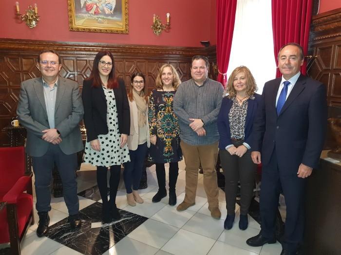 L'Ajuntament de Sueca i Caixa Popular signen un conveni de col·laboració per a incentivar l'activitat emprenedora