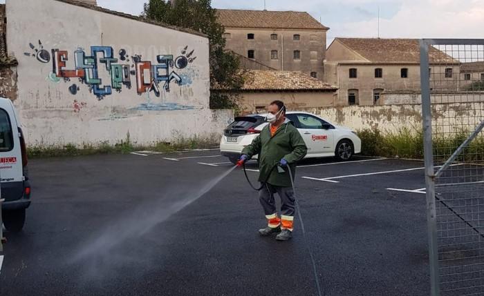 L'Ajuntament de Sueca desinfecta locals, carrers i places sense descans
